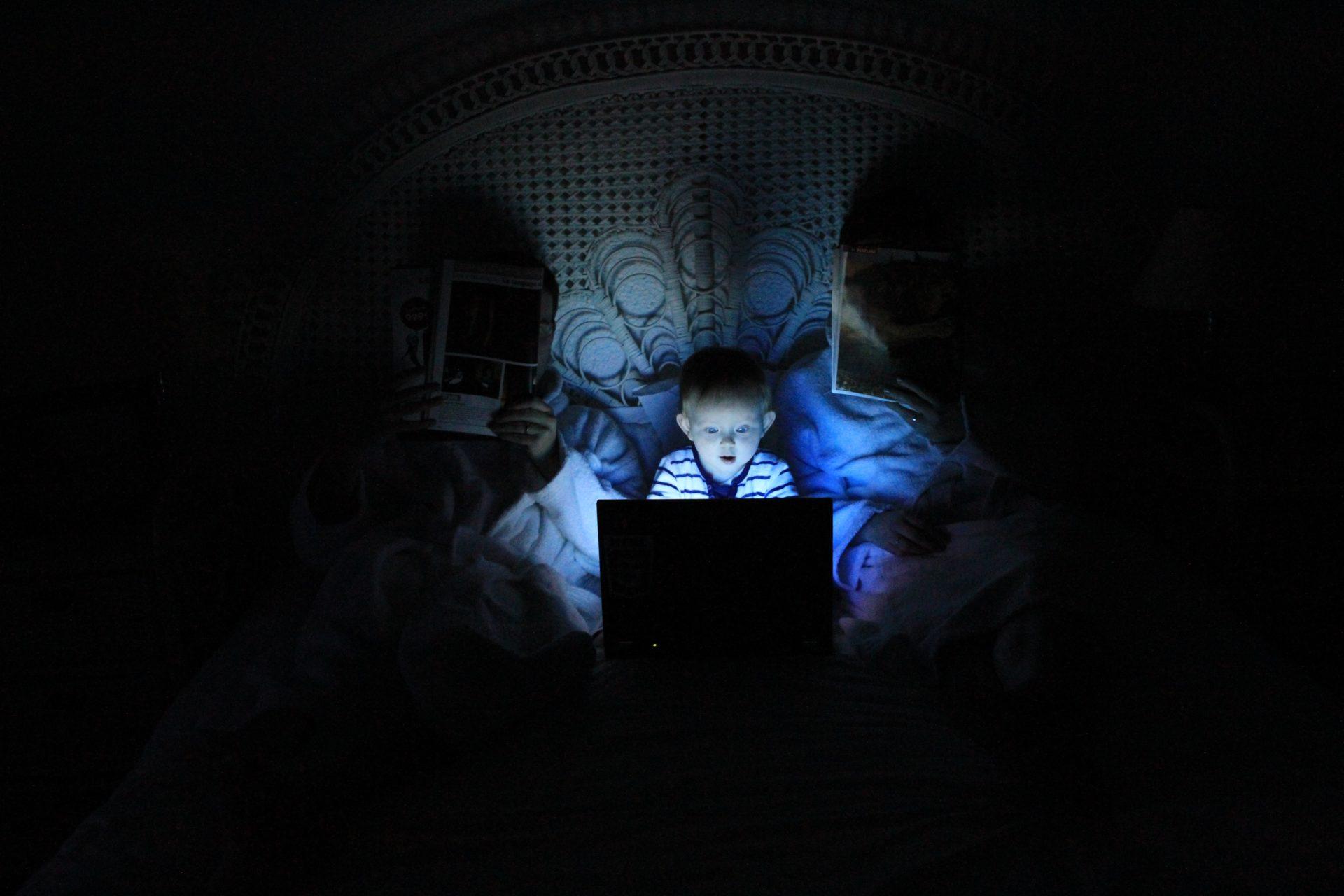 Český průzkum zjistil, jak děti využívají internet. Dominuje YouTube, dospělí mají obavy z TikToku